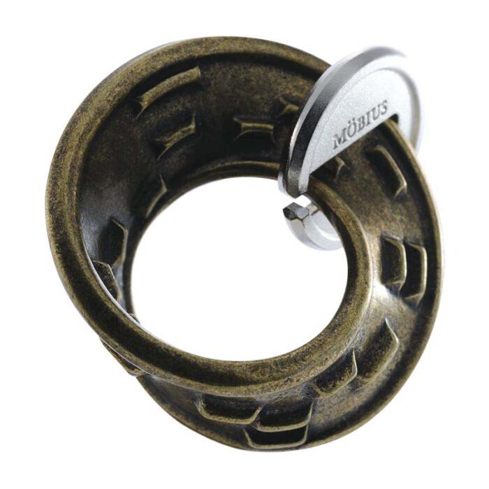 Логически метален пъзел Mobius Cast Huzzle събран