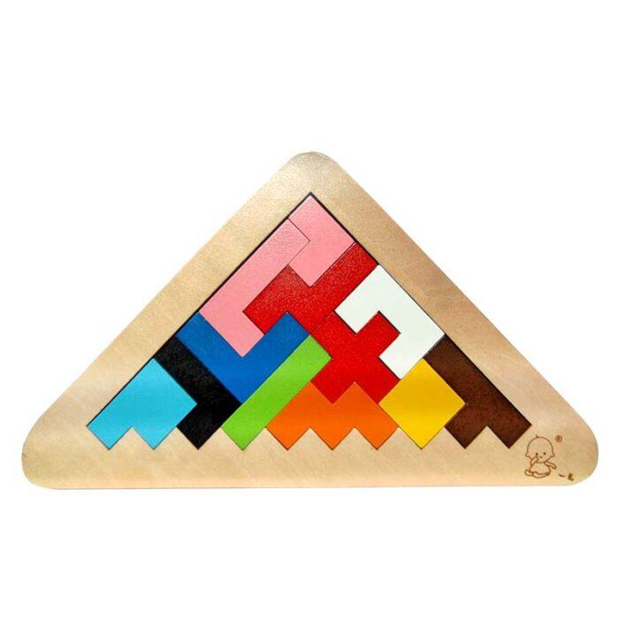 Тетрис дървен триъгълник подредени елементи