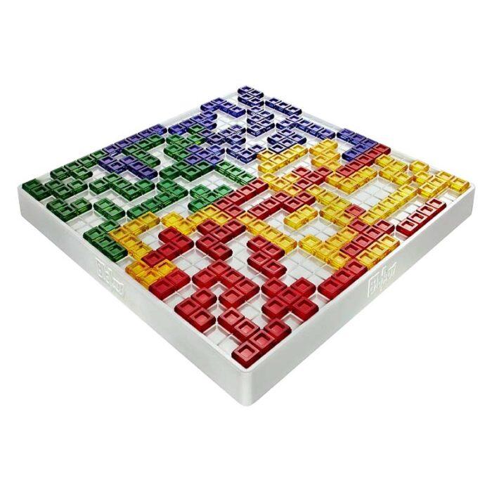 Настолна игра The strategy game игрално поле с подредени елементи